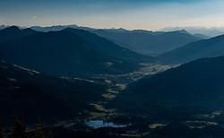 THEMENBILD - Der Schwarzsee und das Brixental im Sonnenuntergang, aufgenommen am 27. Mai 2017, Kitzbüheler Horn, Österreich // The Schwarzsee and the Brixental in the sunset at Kitzbüheler Horn, Austria on 2017/05/27. EXPA Pictures © 2017, PhotoCredit: EXPA/ Stefan Adelsberger