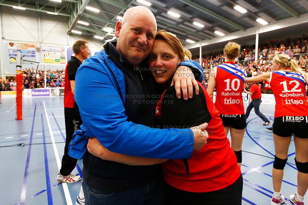 20150425 NED: Eredivisie VC Sneek - Eurosped, Sneek<br />Bryan de Haas, Petra Groenland, VC Sneek<br />©2015-FotoHoogendoorn.nl / Pim Waslander