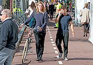 AMSTERDAM - Géza Weisz met zijn nieuwe vriendin . copyright robin utrecht