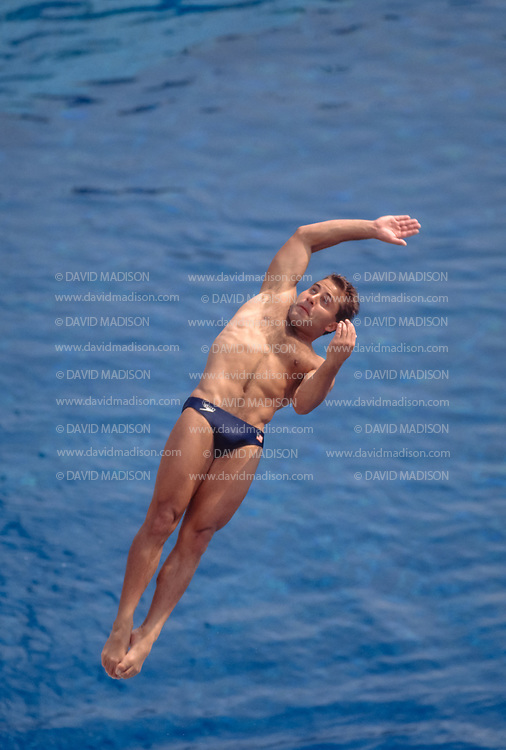 BARCELONA - JULY 24:  Mark Lenzi of the United States practices at the Piscina Municipal de Montjuic on July 24, 1992 during the Summer Olympics in Barcelona, Spain;  Lenzi was the gold medalist in the 3 meter springboard event.   (Photo by David Madison/Getty Images)