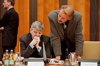 26 JAN 2000, BERLIN/GERMANY:<br /> Joschka Fischer, B90/Grüne, Bundesaußenminister, und Jürgen Trittin, B90/Grüne, Bundesumweltminister, im Gespräch, vor Beginn der Kabinettsitzung, Bundeskanzleramt<br /> IMAGE: 20000126-01/01-16<br /> KEYWORDS: Juergen Trittin, Kabinett
