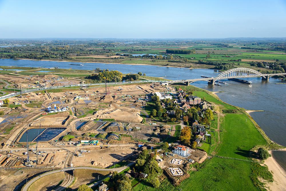 Nederland, Gelderland, Nijmegen, 24-10-2013. Rivier De Waal met Waalbrug bij Lent. Grondwerkzaamheden voor de dijkteruglegging Lent (Ruimte voor de Rivier). De dijken worden landinwaarts verplaats en er wordt een nevengeul gegraven. De huizen op de dijk blijven bestaan en komen te liggen op het Stadseiland Veur-Lent Nijmegen.<br /> Bridge on the river Waal near Lent. Left of the river groundwork for the Dike relocation of Lent (project Ruimte voor de Rivier: Room for the River). <br /> luchtfoto (toeslag op standaard tarieven);<br /> aerial photo (additional fee required);<br /> copyright foto/photo Siebe Swart.