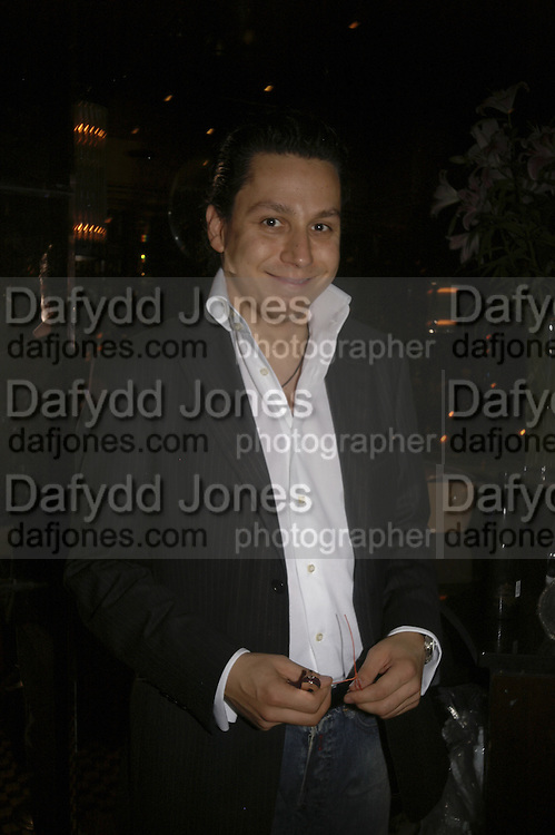 Nick Gold, publication party for Bill Buford and his memoir HEAT. Hosted by Marco Pierre White at 'Frankie's. Knightsbridge. 10 July 2006. ONE TIME USE ONLY - DO NOT ARCHIVE  © Copyright Photograph by Dafydd Jones 66 Stockwell Park Rd. London SW9 0DA Tel 020 7733 0108 www.dafjones.com