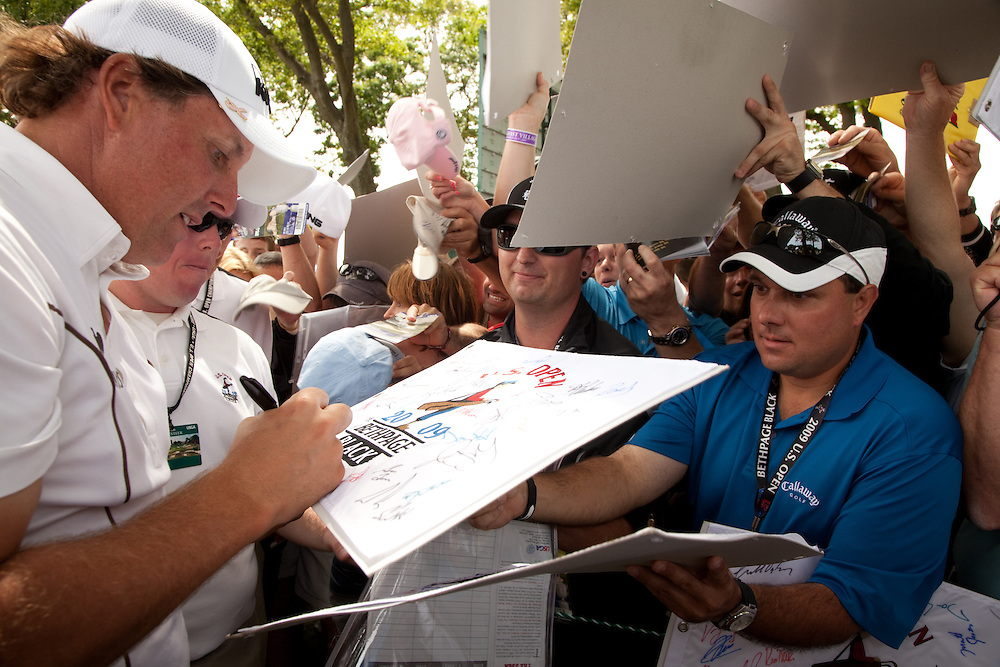 FARMINGDALE, NY - JUNE 17:  Phil Mickelson signs autographs for fans during the Wednesday practice round of the 109th U.S. Open Championship on the Black Course at Bethpage State Park on Wednesday, June 17, 2009. (Photograph by Darren Carroll) *** Local Caption *** Phil Mickelson