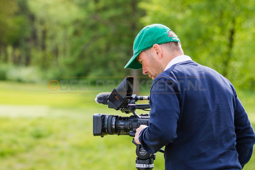 17-05-2015 NGF Competitie 2015, Hoofdklasse Heren - Dames Standaard - Finale, Golfsocieteit De Lage Vuursche, Den Dolder, Nederland. 17 mei. MEDIA Filmopnamen tijdens de singles.
