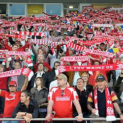 Mainz 13.04.2009, 2. Bundesliga, 1. FSV Mainz 05 - SC Freiburg, die Fans der Mainzer Mannschaft<br /> <br /> Foto © Rhein-Neckar-Picture *** Foto ist honorarpflichtig! *** Auf Anfrage in höherer Qualität/Auflösung. Belegexemplar erbeten.