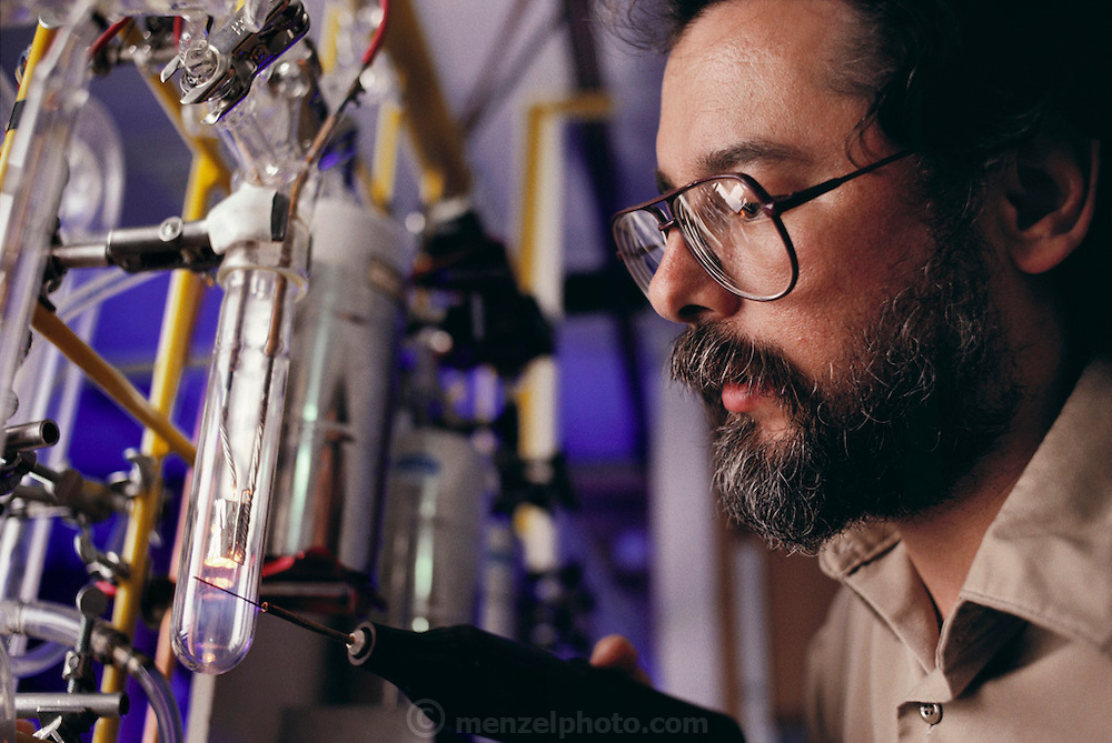 Robert T. Gregory of Monash University in Melbourne, Australia performs oxygen isotope ratio research on Australian dinosaur bone fragments found at a research dig at Dinosaur Cove on Cape Otway, Australia. MODEL RELEASED  [1989]
