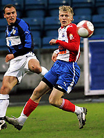 Fotball , 30. april 2006, Tippeligaen Eliteserien , FC Lyn Oslo - Stabæk , Lyns debutant Jonathan Parr mot Tom Stenvoll Foto: Kasper Wikestad