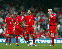 Fotball<br /> VM-kvalifisering<br /> Wales v Østerrike<br /> 26. mars 2005<br /> Foto: Digitalsport<br /> NORWAY ONLY<br /> Where do we go from here. Ryan Giggs, Robert Earnshaw and John Harston cannot hide their frustration