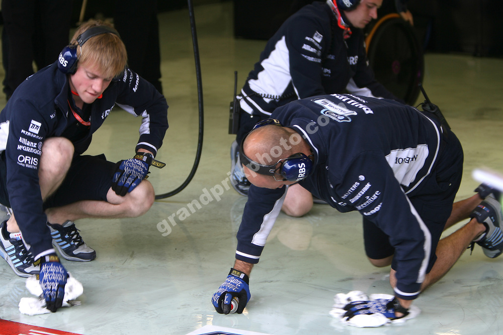 Williams-Toyota mechanics cleaning the garage floor in the pits during practice for the 2008 Belgian Grand Prix in Spa-Francorchamps. Photo: Grand Prix Photo