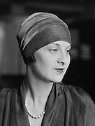 Dorothy Vicaji, painter, 1921
