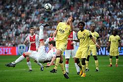 25-04-2010 VOETBAL: AJAX - FEYENOORD: AMSTERDAM<br /> De eerste wedstrijd in de bekerfinale is gewonnen door Ajax met 2-0 / Jan Vertonghen probeert met een omhaal Ajax op 3-0 te komen <br /> ©2009-WWW.FOTOHOOGENDOORN.NL