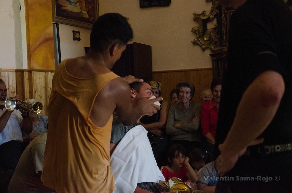 People watching the rehearsal of Cetina's Contradanza in 'San Juan Lorenzo' hermitage.