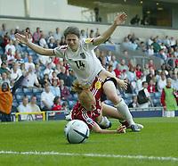 Fotball<br /> Em 2005 kvinner<br /> 08.06.2005<br /> England v Danmark<br /> Foto: SBI/Digitalsport<br /> NORWAY ONLY<br /> <br /> England's Karen Carney tumbles from a challenge from Denmark's Gitte Andersen