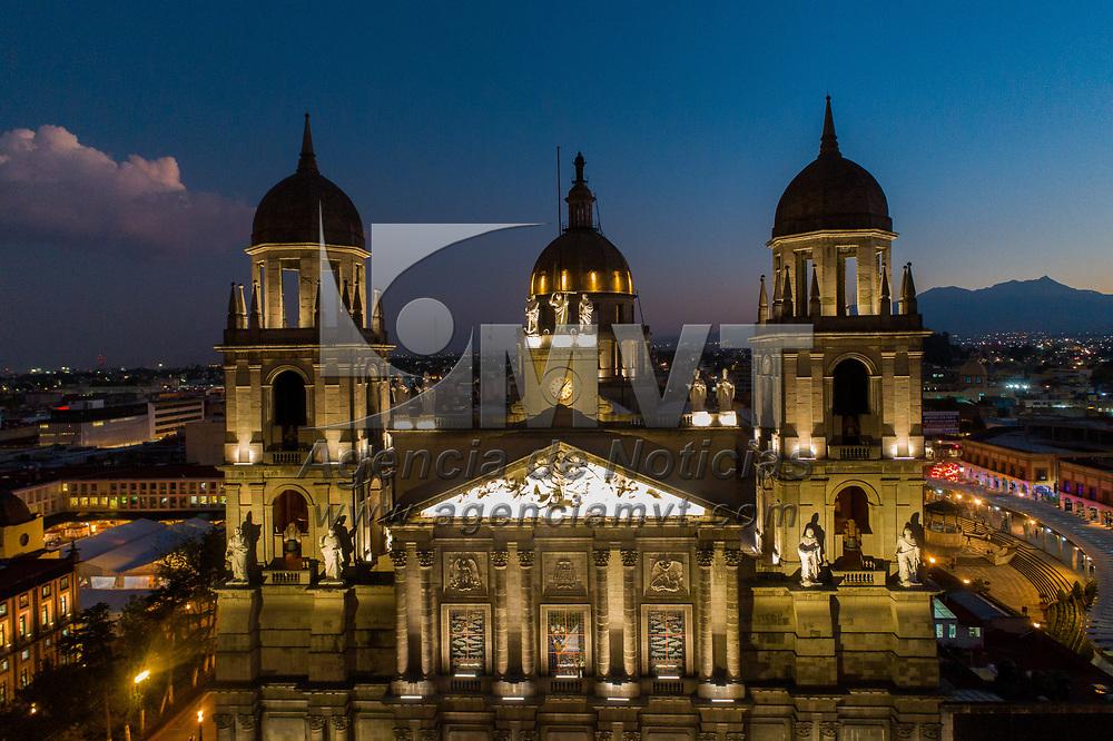Toluca, México.- Aspectos de la catedral de Toluca y edificios del centro de la ciudas al atardecer. Agencia MVT / Mario Vázquez de la Torre.