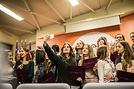 Décembre 2017. Kosovo : 10ème anniversaire de l'indépendance. Pristina. Prishtina. Remise de diplôme organisée par Helvetas qui aide les jeunes à trouver des emplois dans l'univers des nouvelles technologies. . Session spécialement dédiée à des jeunes femmes.