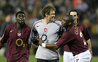 VILLAREAL v ARSENAL 25.04.2006 CHAMPIONS' LEAGUE<br /> JANS LEHMAN ARSENAL IS CONGRATULATED BY SOL CAMPBELL AND HIS OTHER TEAMMATES AT THE END OF THE MATCH<br /> PHOTO  CARLO BARONCINI FOTOSPORTS INTERNATIONAL