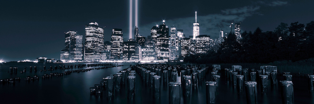 Monochrome panoramic view of the New York City skyline on September 11 as seen from Brooklyn Park.