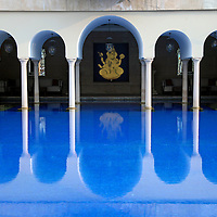 Asia, India, Agra. Outdoor pool of the Oberoi Amarvilas.