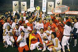 Jogadores do Internacional comemoram o título da Copa Libertadores da América 2006  após empatar com o São Paulo (SP) na segunda partida da final que foi realizada no Estádio Beira Rio, em Porto Alegre. FOTO: Jefferson Bernardes/Preview.com
