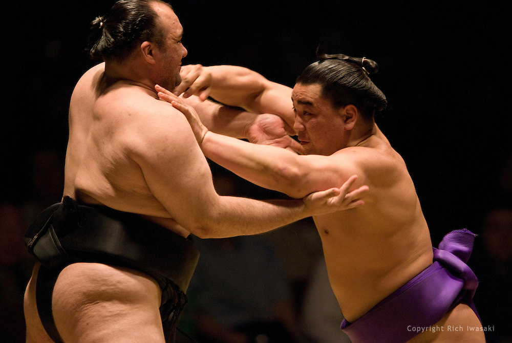 Roho (left) and Ama compete in the second round of Day 2 of Grand Sumo Tournament Los Angeles 2008, Los Angeles Sports Arena, Los Angeles, California