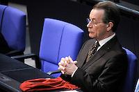 14 FEB 2008, BERLIN/GERMANY:<br /> Franz Muentefering, MdB, SPD, Bundesminister a.D., mit seinem roten Schal, Bundestagsdebatte zur Aenderung des Stammzellengesetzes, Plenum, Deutscher Bundestag<br /> IMAGE: 20080214-01-051<br /> KEYWORDS: Franz Müntefering