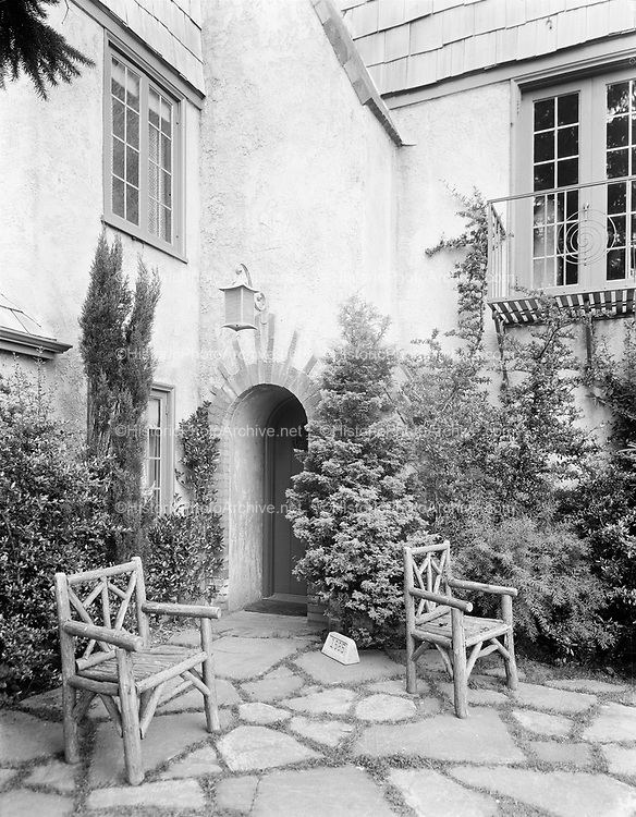 home of J. Everett Mackie, 1865 Westwood (old numbering), now 1089 SW Westwood Drive. photo about 1935
