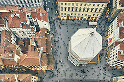 January 15, 2016 - ''Overhead view of tourists and Baptistery of St John, Florence, Italy' (Credit Image: © Gu/Bildbyran via ZUMA Press)