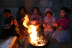 January 1, 2018 - Gaza, Palestinian Territories, Palestine - Palestinian children warm up in front of a fire in a hovel during the cold and rainy weather in the Jabalia refugee camp in the northern Gaza Strip on January 1, 2018. (Credit Image: © Majdi Fathi/NurPhoto via ZUMA Press)