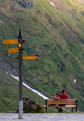 THEMENBILD - ein Wegweiser und ein verliebtes Pärchen auf einer Bank, aufgenommen am 15. Juni 2017, Kaprun, Österreich // A signpost and a couple in love on a bench on 2017/06/15, Kaprun, Austria. EXPA Pictures © 2017, PhotoCredit: EXPA/ JFK
