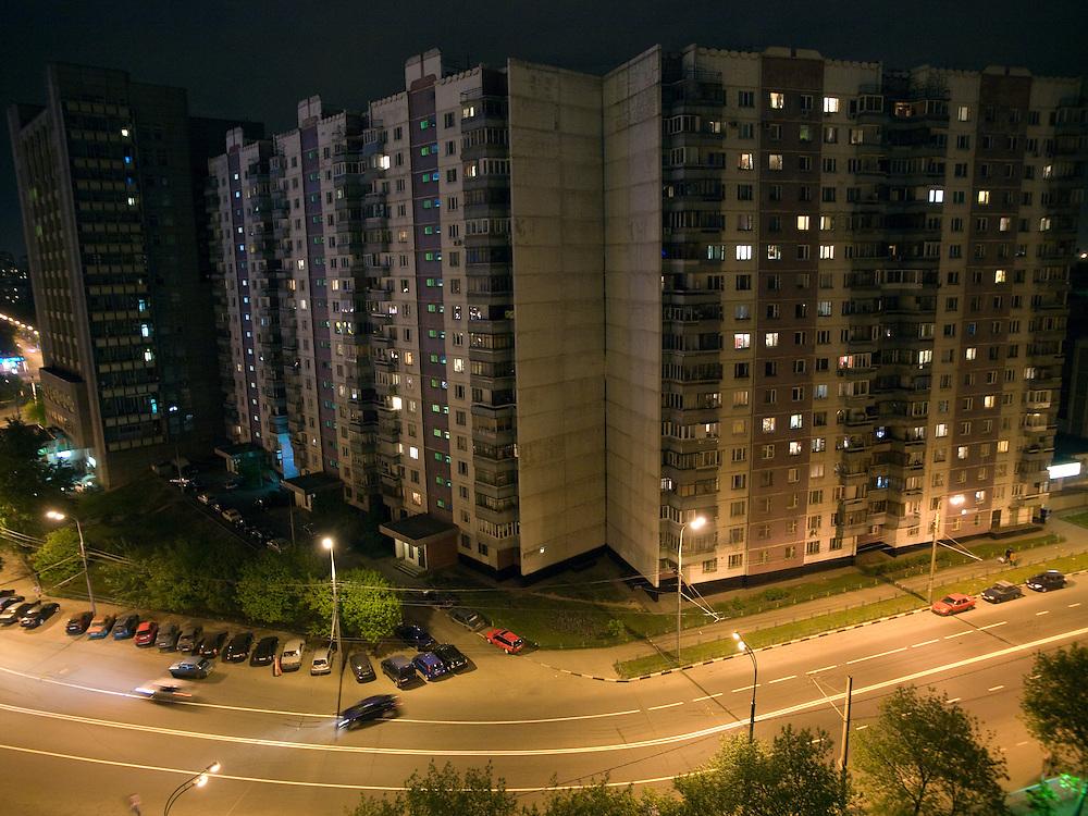 """Moskau/Russische Foederation, RUS, 09.05.2008: Blick auf eine Plattenbau Siedlung in der Dubrowskaja-Strasse im suedoestlichen Moskauer Viertel """"Taganskij"""".<br /> <br /> Moscow/Russian Federation, RUS, 09.05.2008: View to panel houses at the Dubrovskaja street in the Moscow quater """"Taganskij"""" ."""