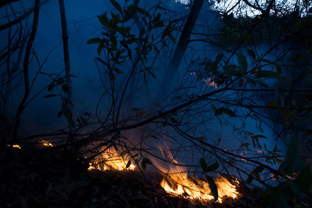 Belo Horizonte_MG, 26 de Setembro de 2011.<br /> <br /> BDI<br /> <br /> Fotos de incendio na serra do curral,zona sul da capital mineira.<br /> <br /> Foto: MARCUS DESIMONI / NITRO