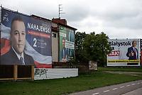 Zdjecie ilustracyjne. Plakaty wyborcze w Bialymstoku przed wyborami samorzadowym 2018 N/z plakaty wyborcze kandydatow PiS, z prawej plakat Tadeusza Arlukowicza kandydata na prezydenta Bialegostoku z poparciem Kukiz '15 fot Michal Kosc / AGENCJA WSCHOD