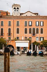 THEMENBILD - Kanalansicht mit venezianischen Häusern und Booten, aufgenommen am 04. Oktober 2019 in Venedig, Italien // Canal view with Venetian houses and boats in Venice, Italy on 2019/10/04. EXPA Pictures © 2019, PhotoCredit: EXPA/ JFK