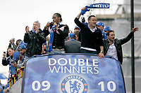 Fotball<br /> England<br /> Foto: Colorsport/Digitalsport<br /> NORWAY ONLY<br /> <br /> 16.05.2010<br /> Football - Chelsea Double Winners Parade <br /> Didier Drogba (left with camera), John Terry and Frank Lampard (right)celebrate with the Premier League Trophy