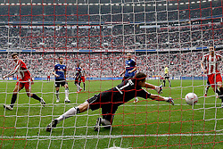 12.03.2011, Allianz Arena, Muenchen, GER, 1.FBL, FC Bayern Muenchen vs Hamburger SV, im Bild  Tor zum 2-0 durch Arjen Robben (Bayern #10) mit Frank Rost (HSV #1) , EXPA Pictures © 2011, PhotoCredit: EXPA/ nph/  Straubmeier       ****** out of GER / SWE / CRO  / BEL ******