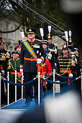 In Den Haag, op Plein 1813 vindt een vaandelgroet plaats van de Koninklijke Landmacht aan Koning Willem-Alexander. De vaandelgroet is tevens de aftrap van het 200-jarig jubileum van de Koninklijke Landmacht. <br /> <br /> In The Hague, on Plein 1813 a banner greeting takes place from the Royal Army of King Willem-Alexander. The standard greeting is also the kickoff of the 200th anniversary of the Royal Army.<br /> <br /> Op de foto / On the Photo: Koning Willem-Alexander / King Willem-Alexander