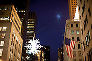 New York, New York. Etats Unis. 18 Decembre 2010.Angle 5eme Avenue et 57th Street..New York, New York. United States. December 18th 2010.Corner 5th Avenue and 57th Street.