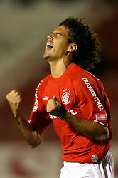 Fabian Bolivar comemora mais um gol no jogo das equipes do Inter (RS) e LDU no Estadio da Beira Rio, em Porto Alegre, valida pela Copa Libertadores da America. Foto: Jefferson Bernardes/Preview.com