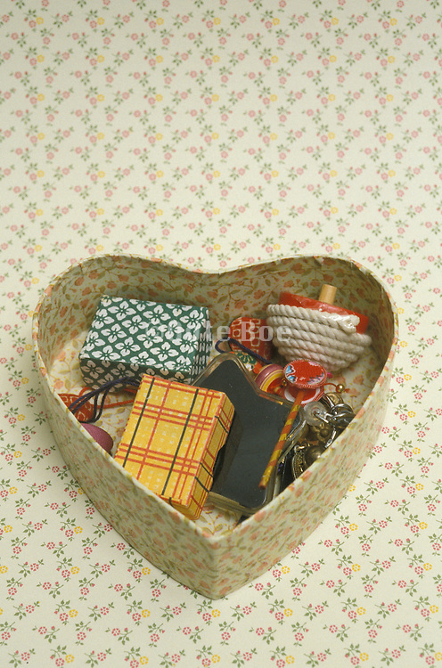 box in the form in an heart with little things in it