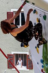 15.08.2016, Hauptplatz, Lienz, AUT, Free Solo Masters, im Bild Feature Zuschauer // Spectors during the Free Solo Masters at the Hauptplatz in Lienz, Austria on 2016/08/15. EXPA Pictures © 2016, PhotoCredit: EXPA/ JFK