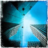 Tanzenden Türme #43                                            Hamburg Homage Serie Neue Elbbrücke 2015. C-Print auf eine MDF-Platte mit einer Stärke von 5 mm gebracht und mit einer besonderen Schicht aus Wachs versiegelt.<br /> Format: 20 cm x 20 cm. 30 cm x 30 cm. 60 cm x 60 cm.<br /> Limitierte Edition von 99 ist vom Künstler handsigniert und nummeriert. ©Nero Pécora