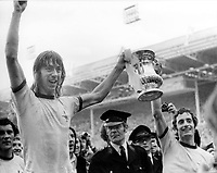 Fotball<br /> England <br /> Foto: Colorsport/Digitalsport<br /> NORWAY ONLY<br /> <br /> Charlie George - Arsenal goal scorer with the FA Cup (right - Frank McLintock). Arsenal v Liverpool FA Cup final 1971