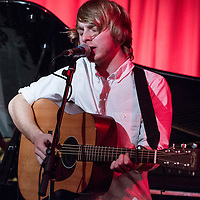 Stefan Melbourne performing live at Matt and Phreds, Manchester, 2012-09-26