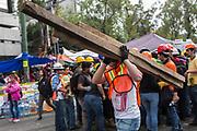 Voluntarios en Álvaro Obregón 286 / Volunteers in Alvaro Obregón 286 (Prometeo Lucero)