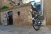 Nederland, Nijmegen, 2-11-2014De Nijmeegse Benedenstad is zondagmiddag het toneel van tientallen mountainbikers die deelnemen aan de city downhill race van mountainbikeclub Licht verzet.FOTO: FLIP FRANSSEN/ HOLLANDSE HOOGTE