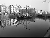1988 - Viking Longboat On The Liffey.  (R91).