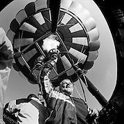 Ballonfahrer in der Luft. Aérostier. 2004.© Romano P. Riedo