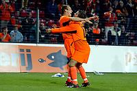 Fotball<br /> Kvalifisering til EM 2004<br /> 11.10.2003<br /> Nederland v Moldova<br /> Foto: Digitalsport<br /> Norway Only<br /> <br /> arjen robben scoort de 5-0 en wordt hier opgetild door rafael van der vaart