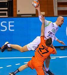 11-04-2019 NED: Netherlands - Slovenia, Almere<br /> Third match 2020 men European Championship Qualifiers in Topsportcentrum in Almere. Slovenia win 26-27 / Aleksander Spende #42 of Slovenia, Alec Smit #27 of Netherlands